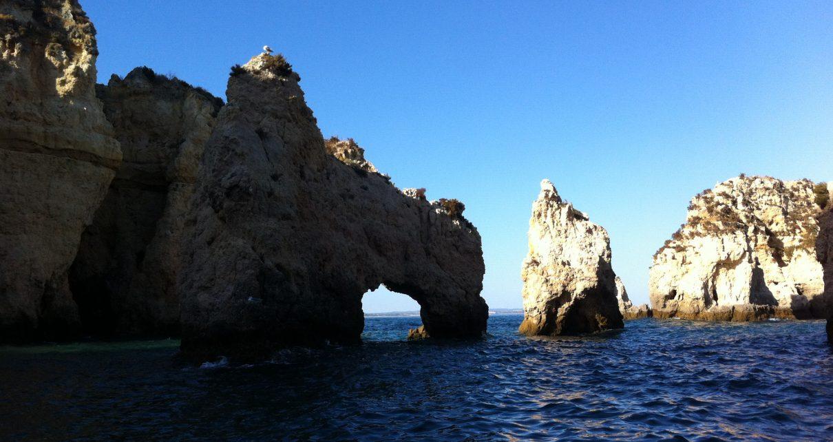 Felsformationen an der Algarve. Foto: Eva Winterberg