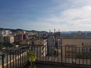 Blick über die Dächer Tiranas, Foto: Victoria Schöndelen