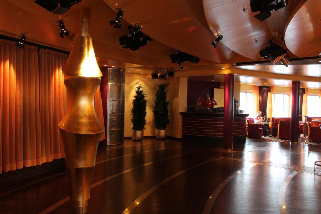 Die AIDA Bar, in der meine Tanzkurse stattfinden. Foto: Nina Feldkamp