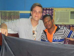 Freundschaft über Kontinentalgrenzen hinweg: Joachim und Ich beim Besuch in Ghana 2013. Foto: Privat
