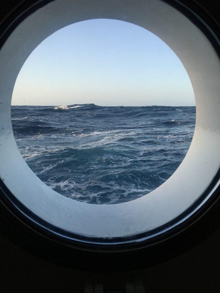 Manche Crewkabinen haben ein Bullauge mit Blick auf's Meer! Foto: Nina Feldkamp