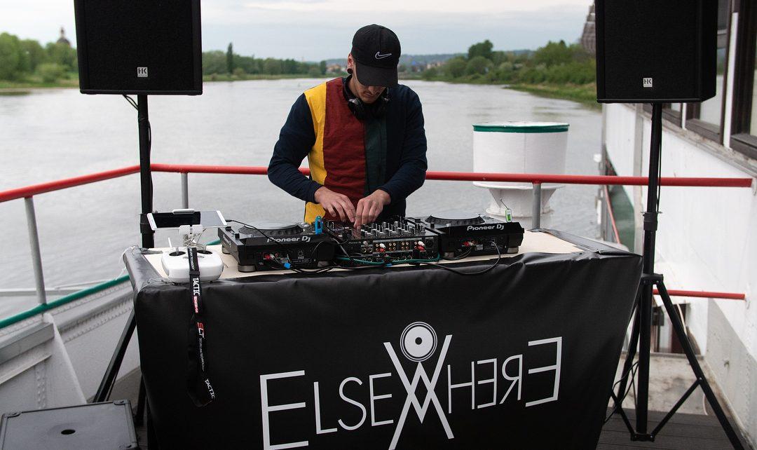 Marco ist am DJ-Pult so konzentriert wie ein Fußballspieler vor dem entscheidenden Elfmeter