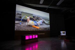 Su_Hui-Yu_The-Walker_video-installation_(c)the-artist