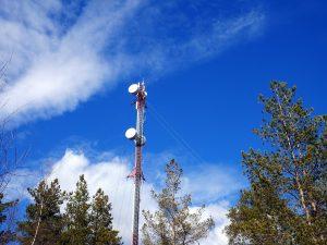Santeri Viinamäki, Mobile phone mast antenna, CC BY-SA 4.0