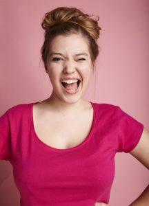 Slam, Kabarett und Gesang in einer Person: Fee Brembeck (© Sophie Wanninger)
