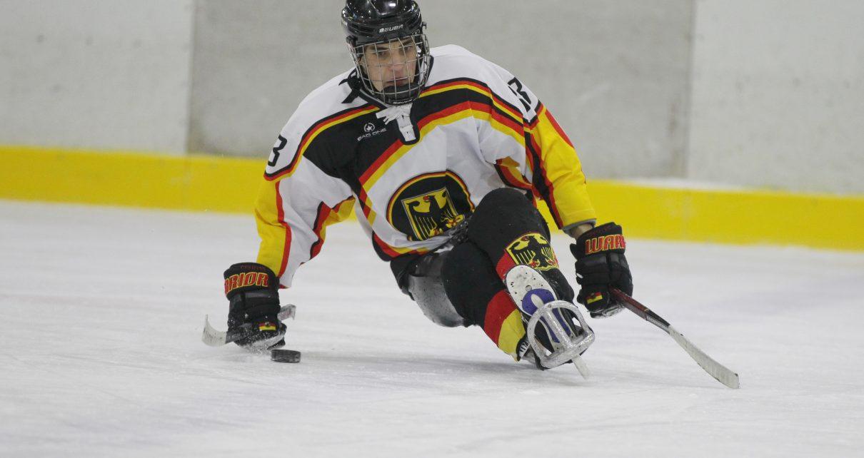 Para-Eishockeyspieler Ingo Kuhli-Lauenstein voll konzentriert beim Training für die deutsche Nationalmannschaft © Phillip Ising/DBS
