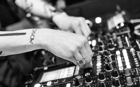https://pixabay.com/de/dj-deejay-musik-nacht-diskothek-720589/